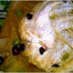 Drożdżowe ciasto wieniec z owocami i nadzieniem serowo kokosowym