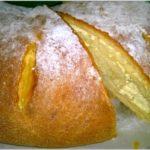 Drożdżowy rogal z białym serem i miętą. Pyszne ciasto drożdżowe.