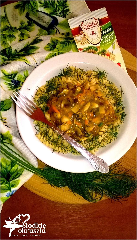 Makaron w warzywno-koperkowym sosie. Pomysł na pyszny obiad..