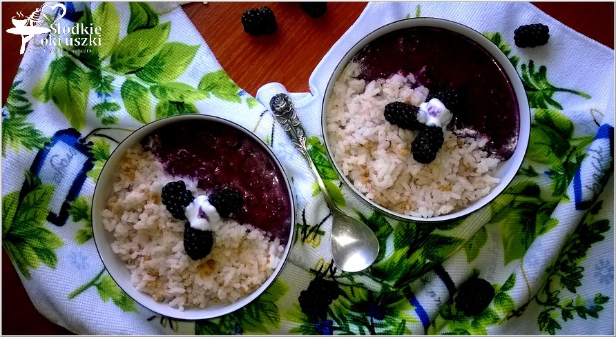 Orzechowo ryżowe miseczki z owocowym sosem