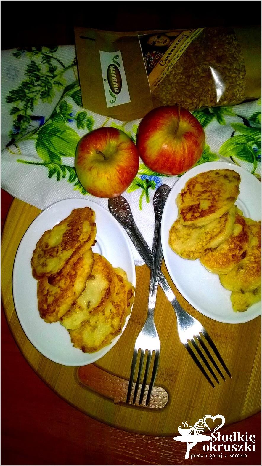 Placuszki jabłkowe (na bazie kaszy manny) z cynamonowymi ziarenkami