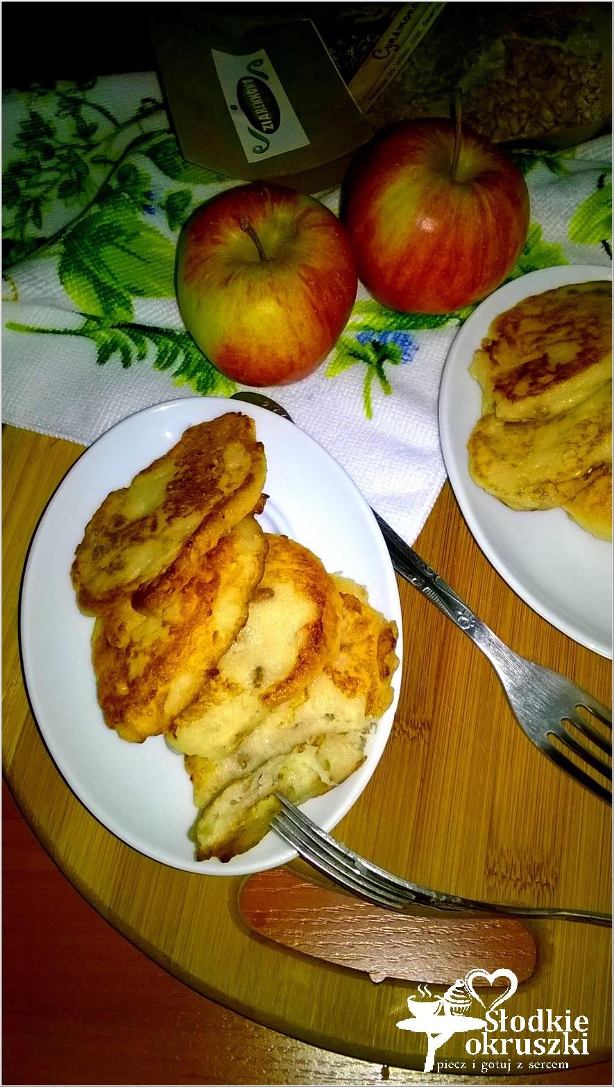 Placuszki jabłkowe z cynamonowymi ziarenkami (na bazie kaszy manny).