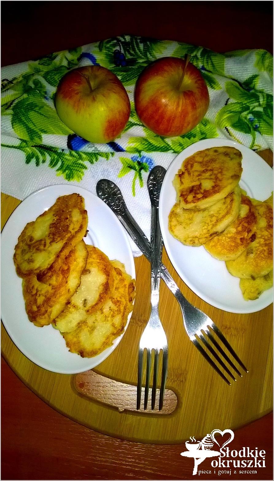 Placuszki jabłkowe z kaszy manny z cynamonowymi ziarenkami