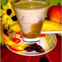 Pomysł na drugie śniadanie. Koktajl kawowo daktylowy z płatkami orkiszowymi.