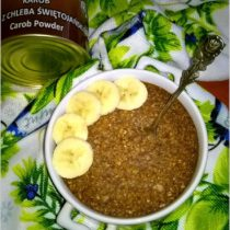 Zdrowa zapiekana owsianka bananowo karobowa