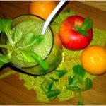 Zielone smoothie pełne zdrowia. Seler naciowy + jabłko + mandarynka + roszponka
