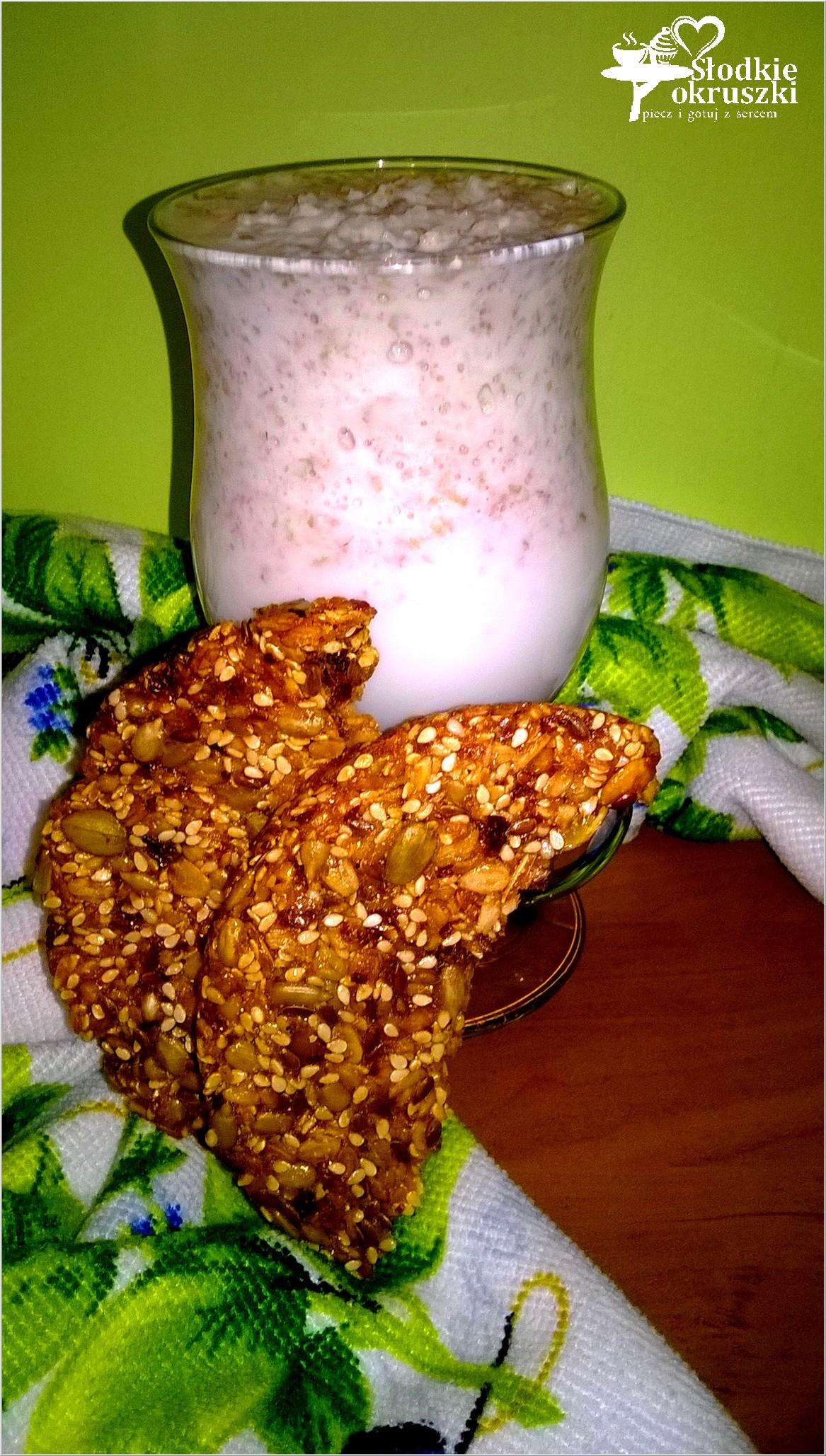 Delikatny koktajl gruszkowy z orkiszowymi otrębami i fit snack