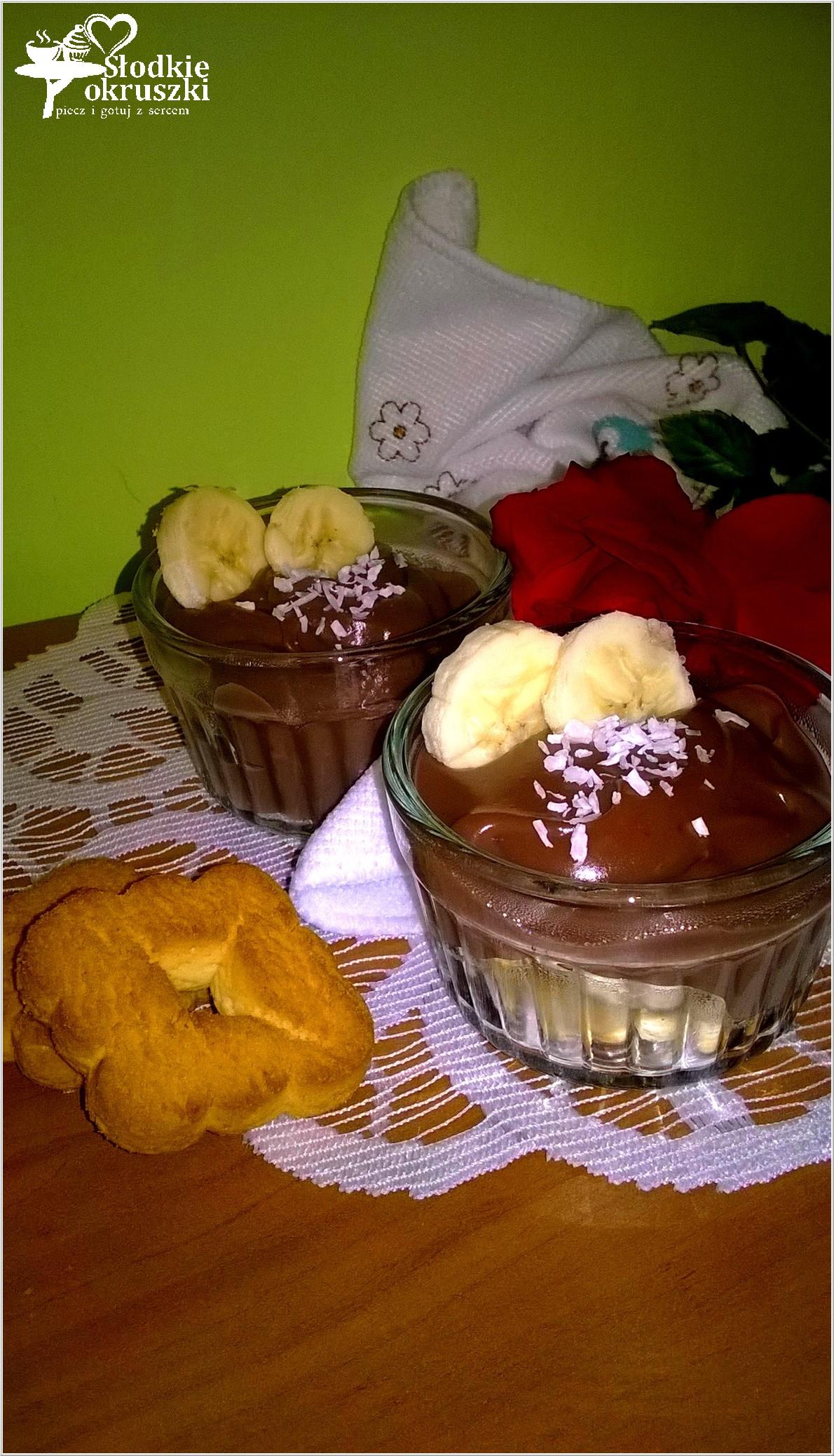 Domowy budyń czekoladowy z bananami i włoskim ciasteczkiem (1)
