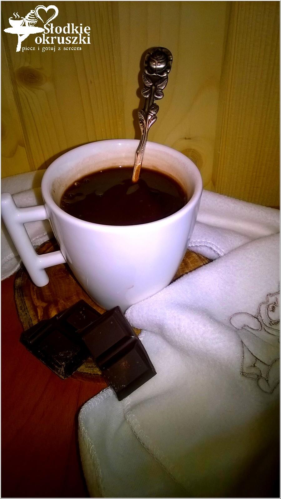 Filiżanka domowej gorącej czekolady (1)