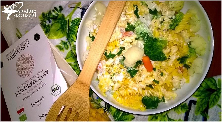 Makaronowa sałatka (light) z warzywami w ziołowym jogurcie 2