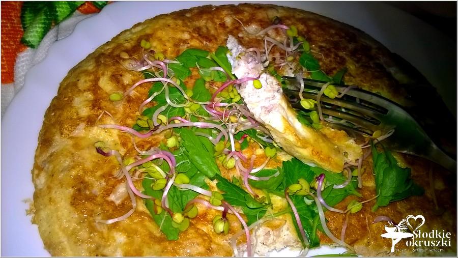 Omlet z tuńczykiem i zielonymi dodatkami (1)