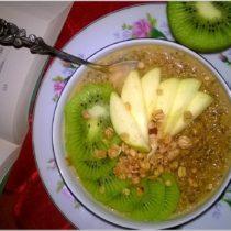 Owsianka z chia, melasą i owocami