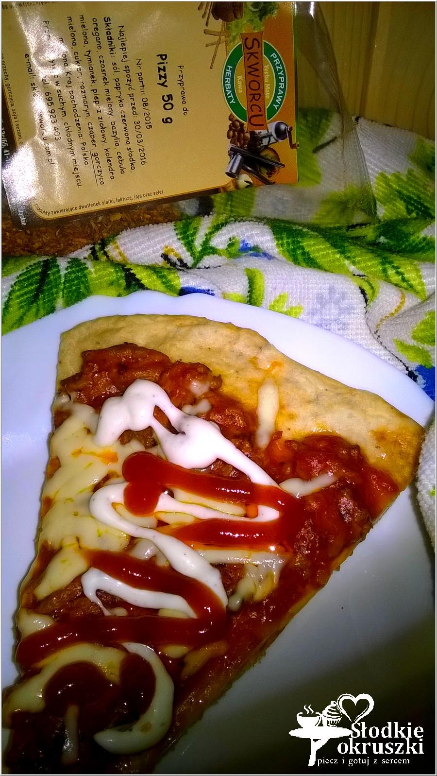 Pizza na ziołowym cieście z sosem bolognese (1)