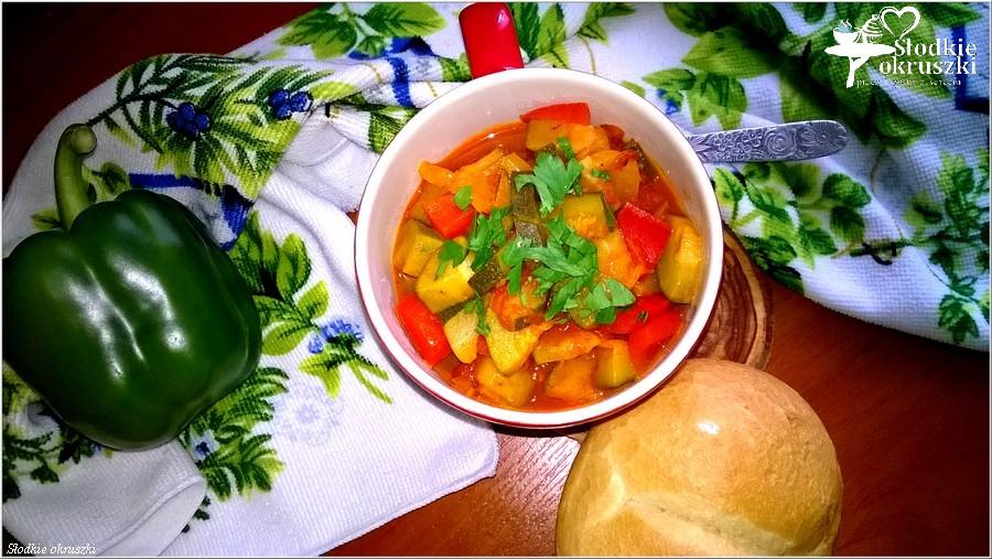 Przepis na wegetariańskie leczo z cukinią (1)