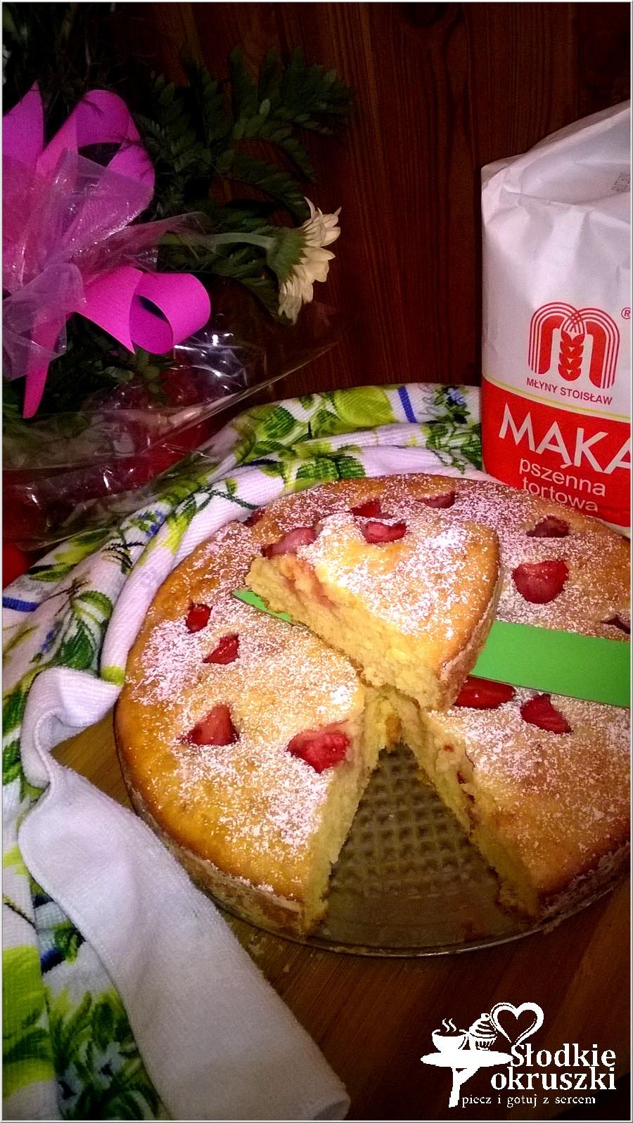 Pyszne ciasto z truskawkami (na owocowo-naturalnych jogurtach) (1)