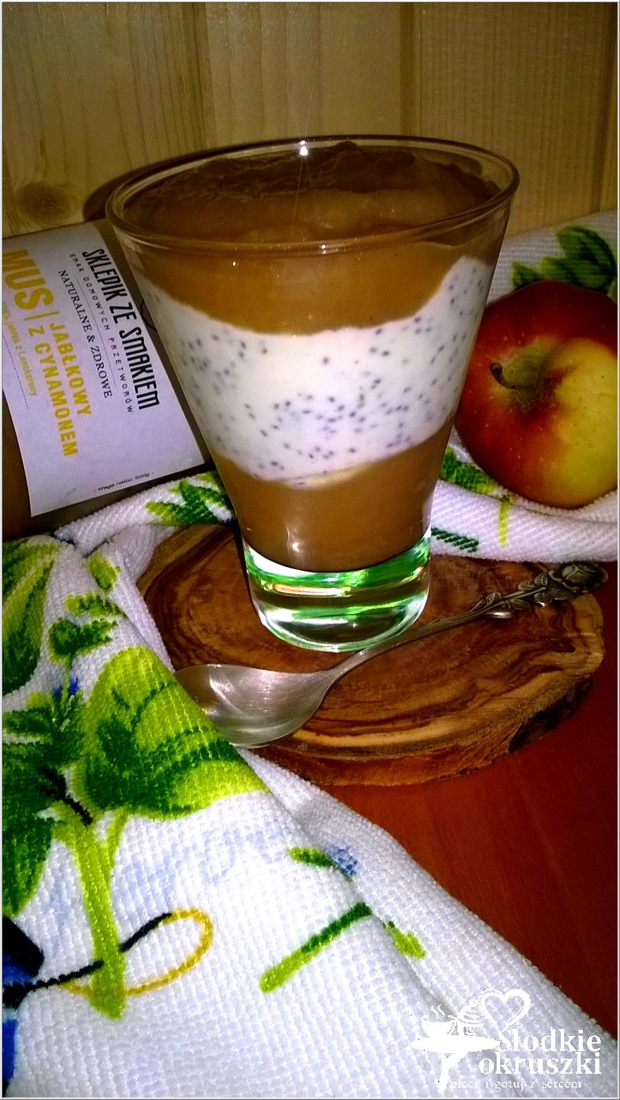 Pyszny deser chia z  jabłkowtym musem (1)