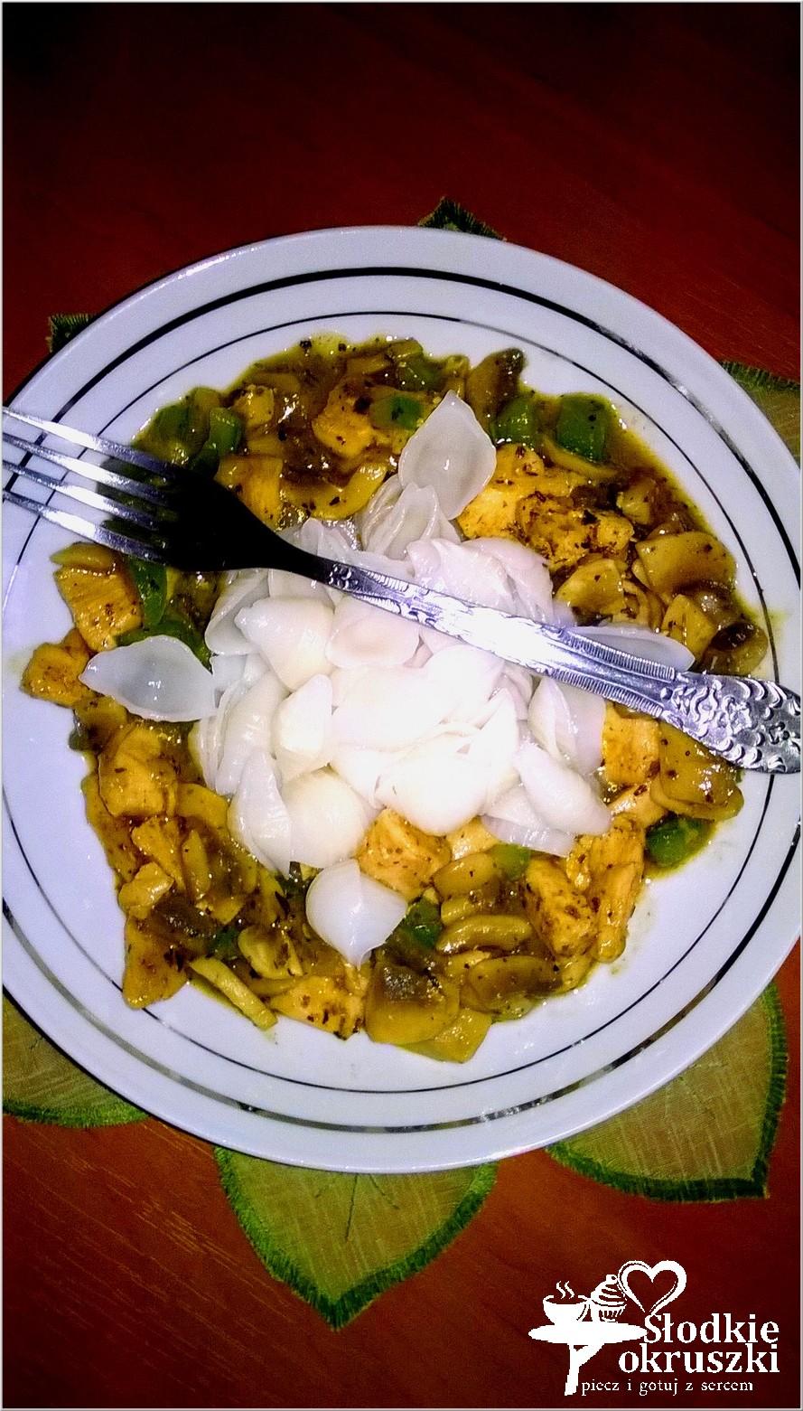 Ryżowe muszelki makaronowe w mięsno-grzybowym sosie. . (1)