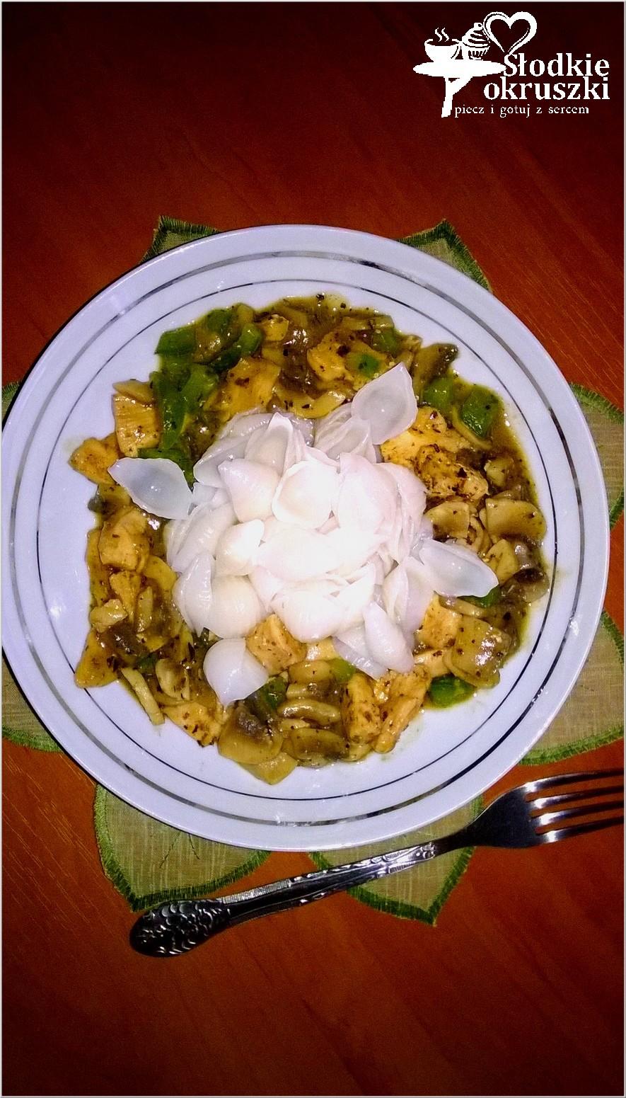 Ryżowe muszelki makaronowe w mięsno-grzybowym sosie. . (2)