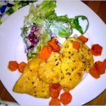 Soczysta pierś z kurczaka w musztardowo-ziołowej marynacie 2