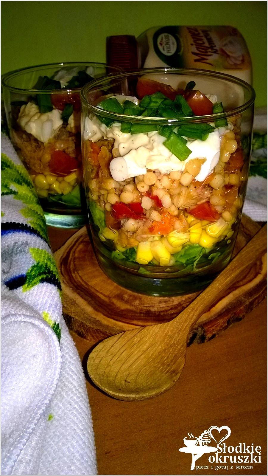 Warstwowa sałatka z kukskusem i tuńczykiem (2)