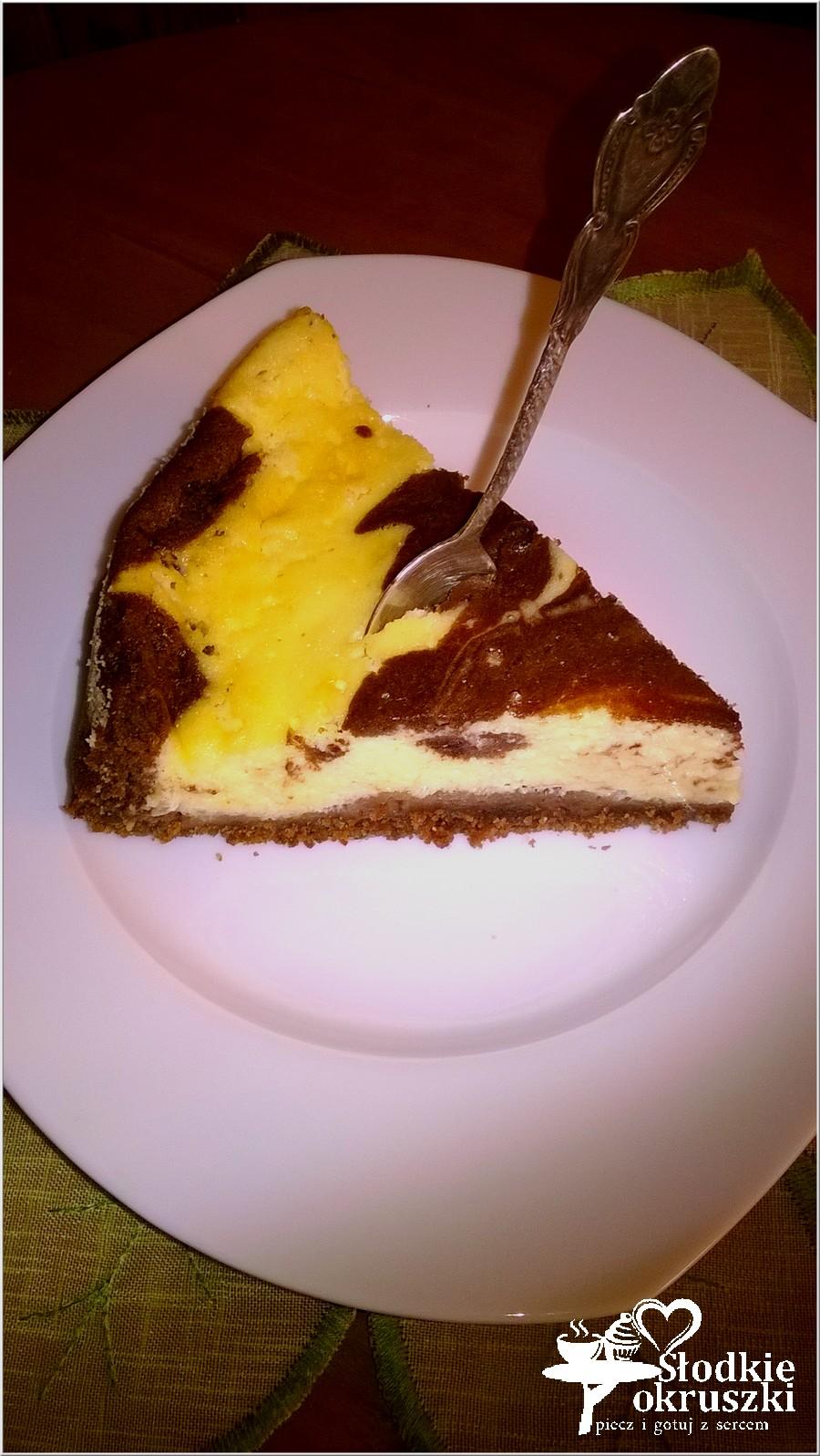 Łaciaty sernik na ciasteczkowym spodzie (1)