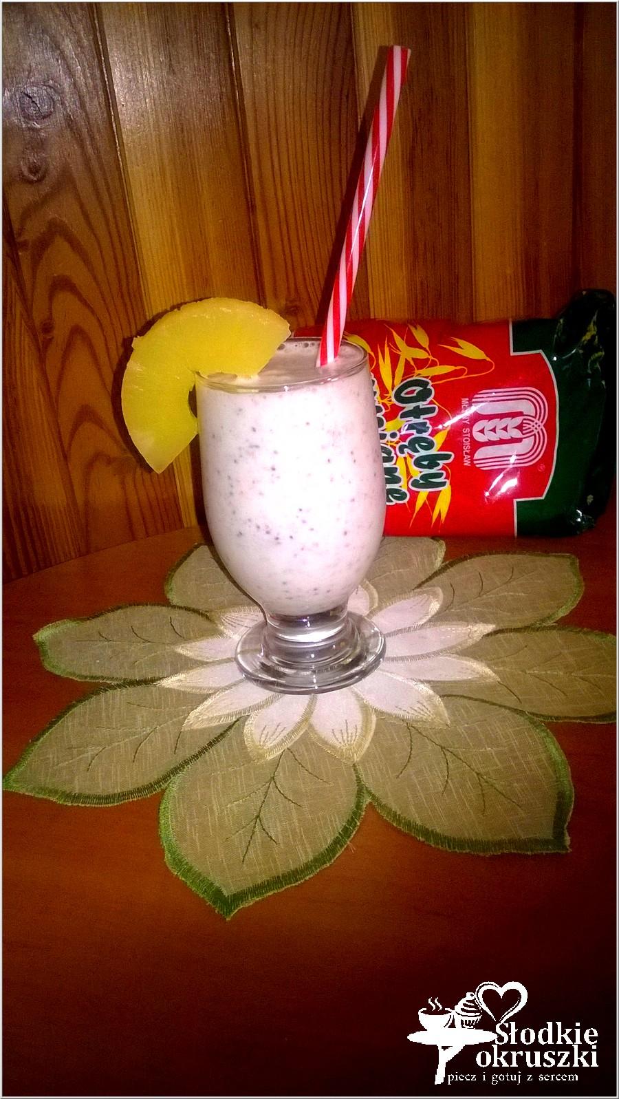 Ananasowy koktajl z otrębami i chia (1)