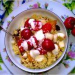 Kasza jaglana z owocami i zdrowym dresingiem (na oleju lnianym)