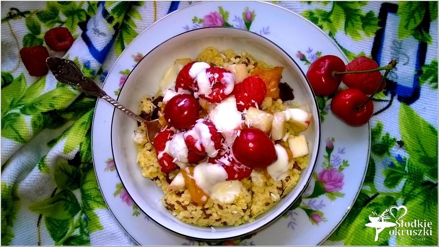 Kasza jaglana z owocami i zdrowym dresingiem (na oleju lnianym) (2)