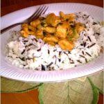 Kurczak w ziołowym sosie na ryżu