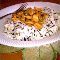 Kurczak w ziołowym sosie na ryżu (1)