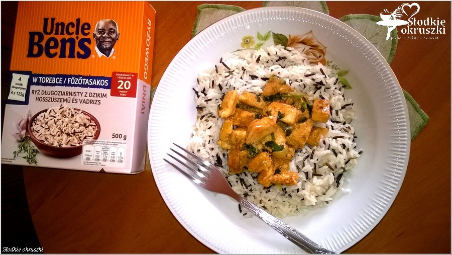 Kurczak w ziołowym sosie na ryżu (2)