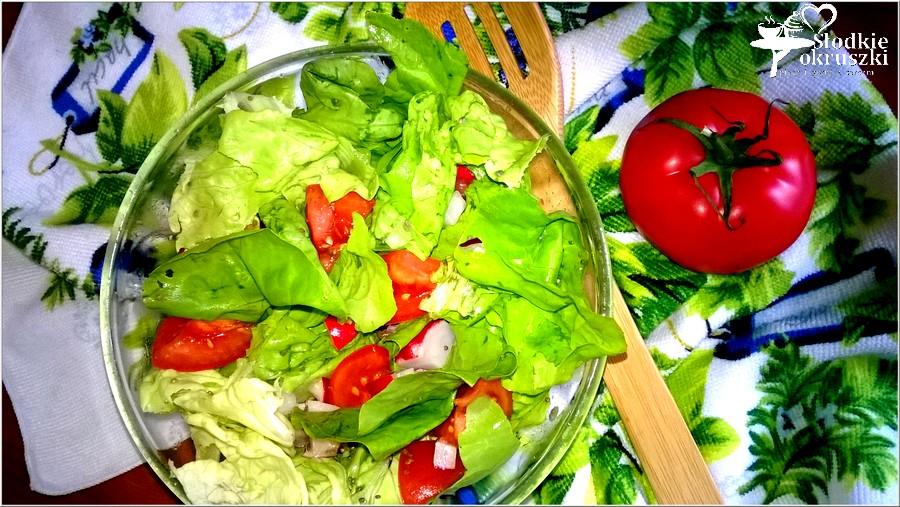 Lekka sałatka z pomidorem, rzodkiewką i chia (2)