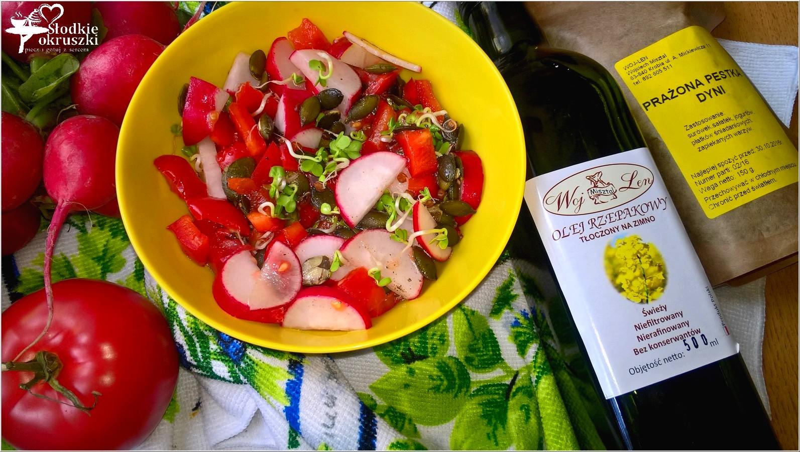 Zdrowa czerwono-zielona sałatka z pestkami dyni (2)