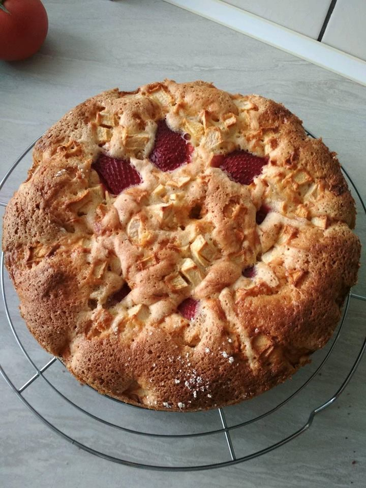 Ciasto z truskawkami i jabłkiem Pani Karolina Ł