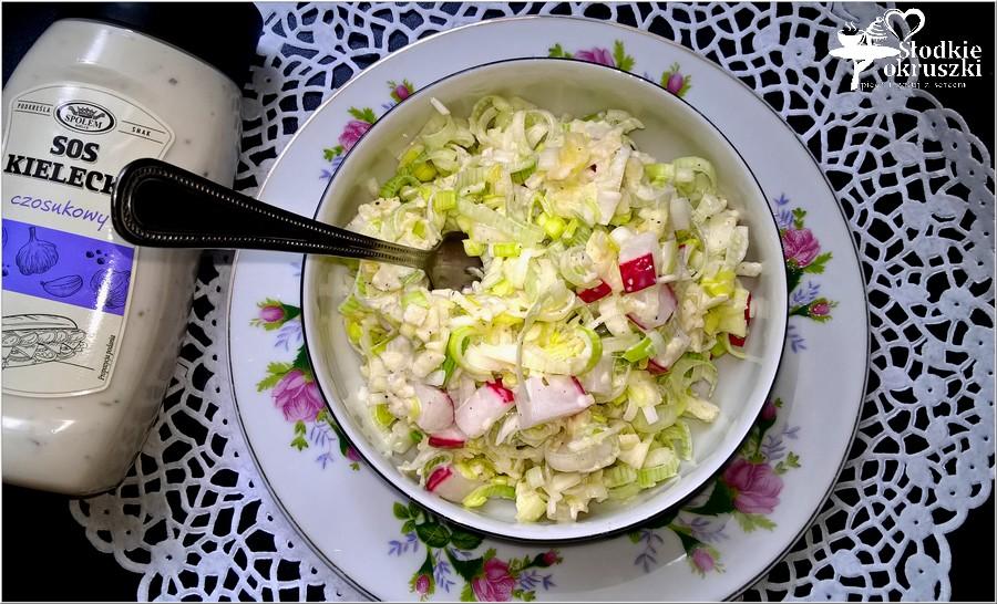 Szybka sałatka z pora w sosie czosnkowym (3)