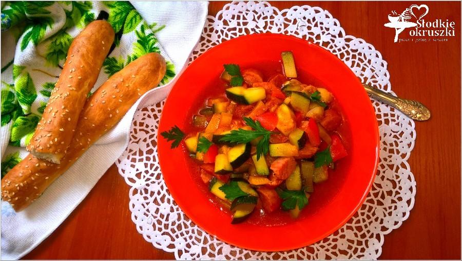 Szybki i tani obiad. A la leczo z kiełbasą na passacie pomidorowej. (1)