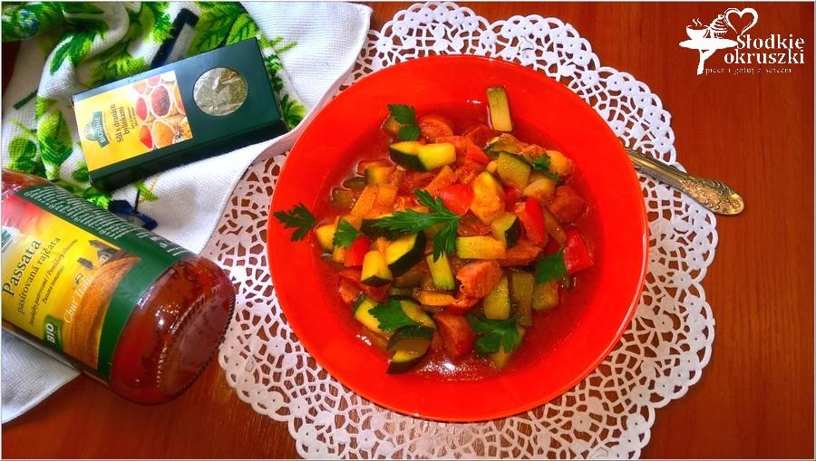 Szybki i tani obiad. A la leczo z kiełbasą na passacie pomidorowej. (2)