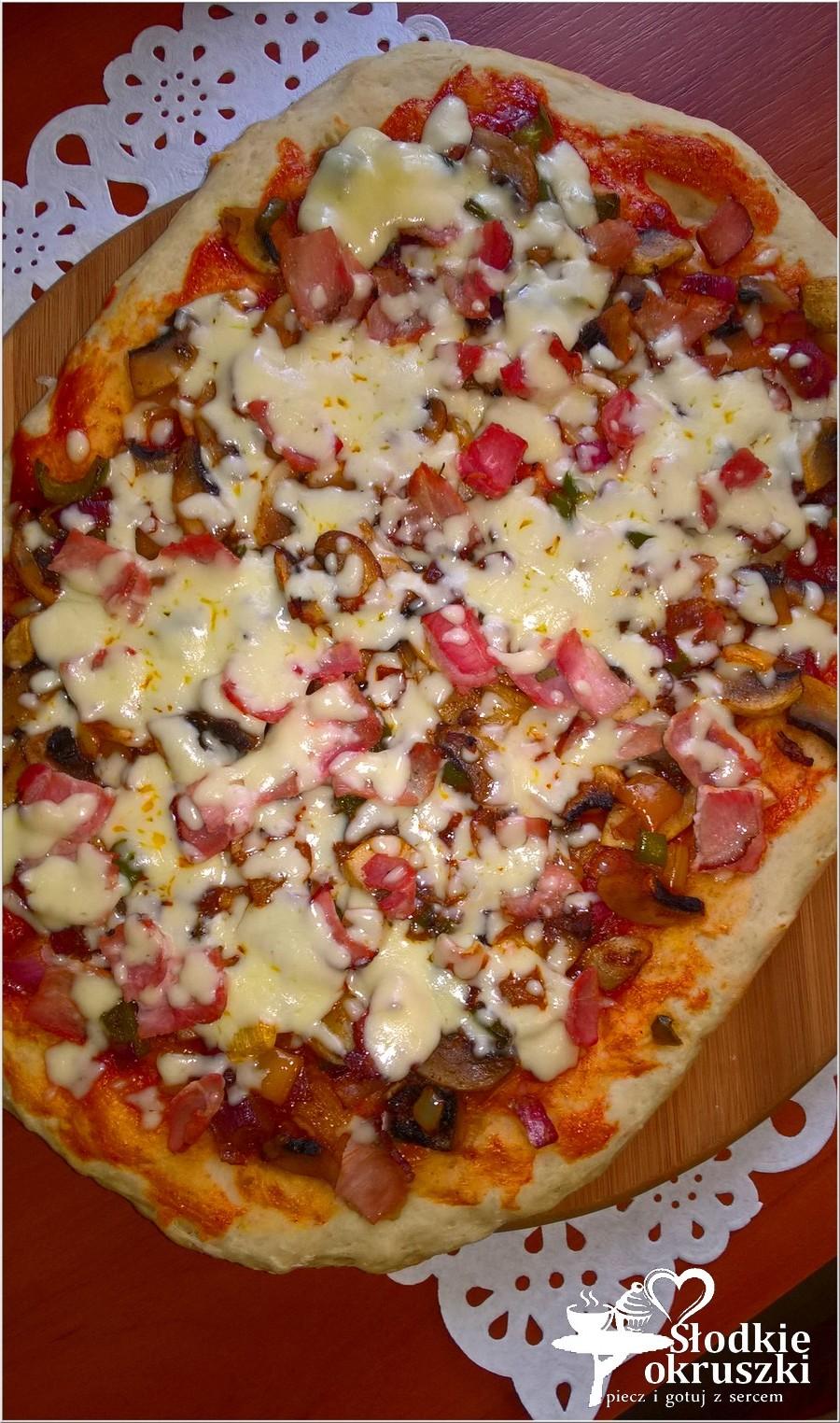 Domowa pizza z szynką. Prosty przepis na pizze (2)
