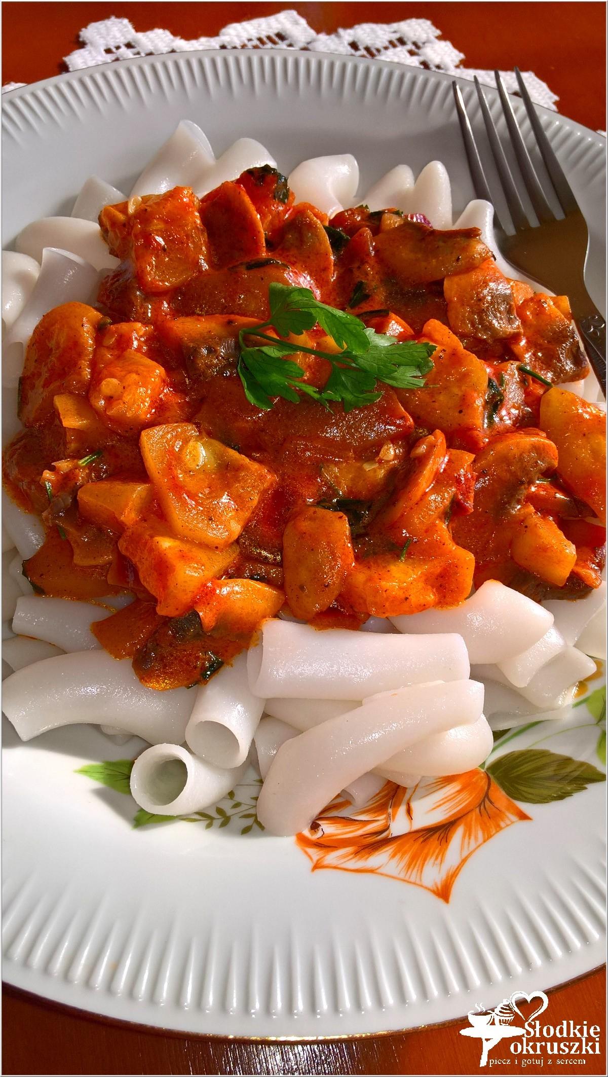 Makaron ryżowy z sosem kabaczkowo-pieczarkowym. Szybki obiad.  (3)