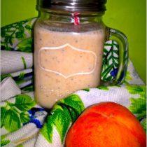 Migdałowo-brzoskwinioowy koktajl z chia. Koktajl na drugie śniadanie.