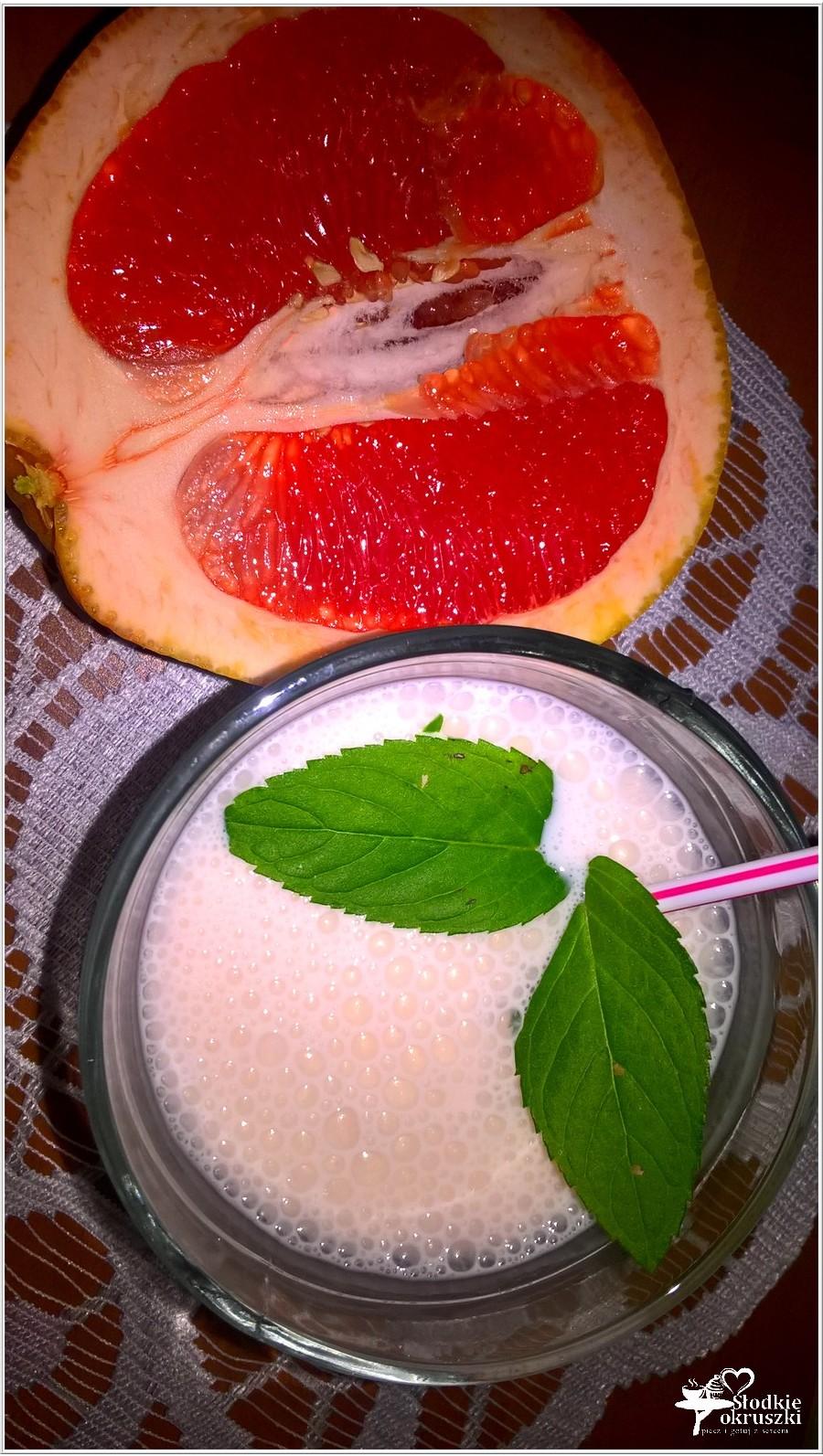 Niskokaloryczny koktajl na odporność (koktajl grejpfrutowy)