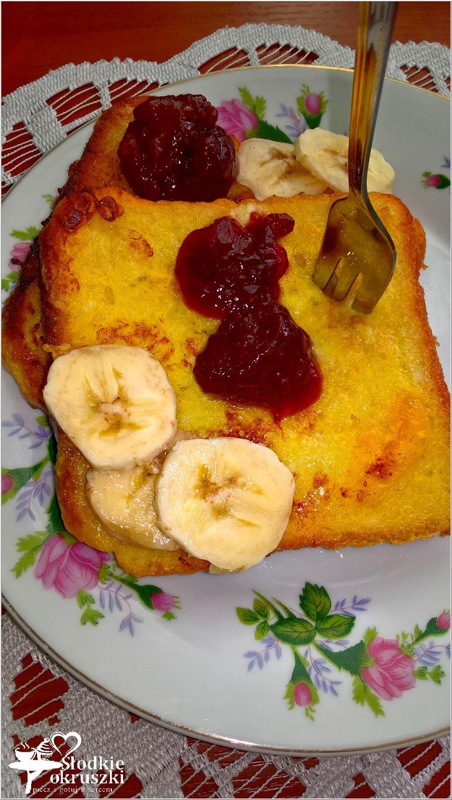 Szybkie, słodkie śniadanie. Francuskie tosty z dżemem i bananem