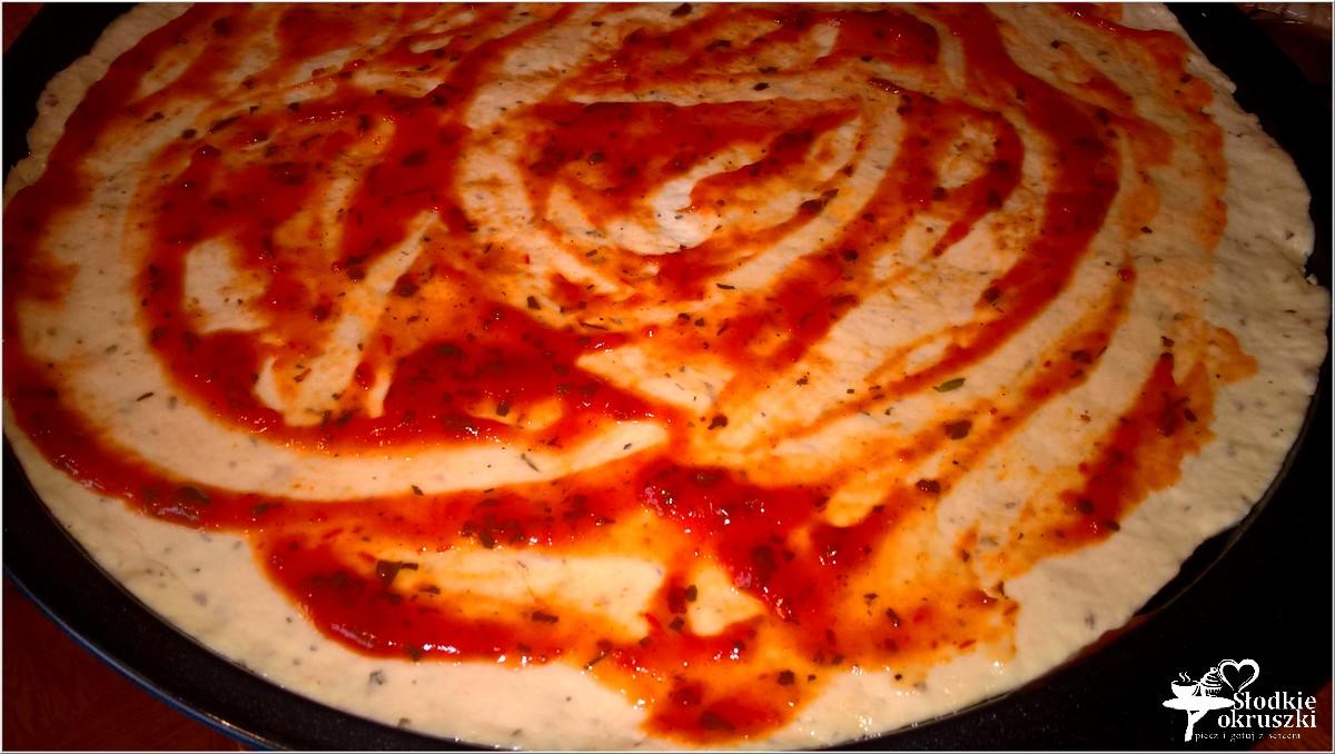 domowa-pizza-na-ziolowym-cienkim-ciescie-4