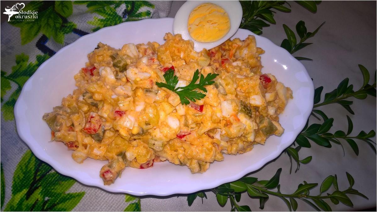 imprezowa-salatka-ziemniaczano-paprykowa-z-kwaszonym-ogorkiem-1
