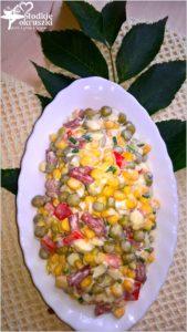 kolorowa-salatka-z-kabanosem