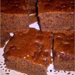 Korzenne ciasto z czekoladowymi kropelkami
