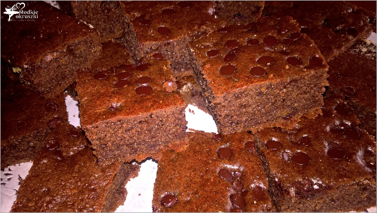 korzenne-ciasto-z-czekoladowymi-kropelkami-2
