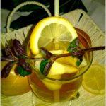 Miętowo gruszkowy napój z kawałkami owoców