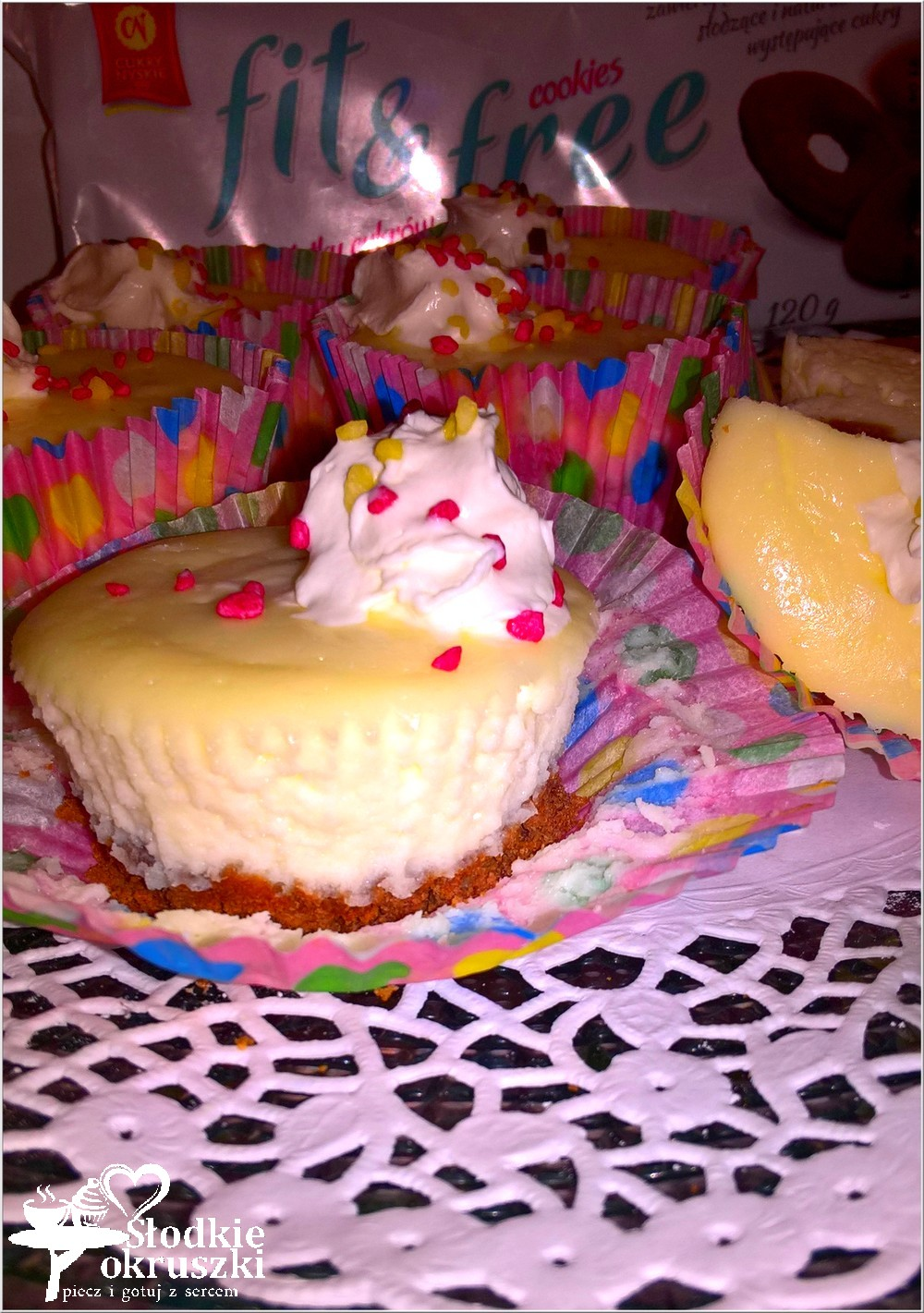 mini-serniczki-z-mascarpone-na-ciasteczkowym-spodzie-4