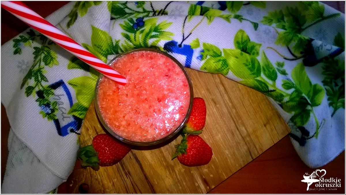 pomaranczowo-truskawkowe-smoothie-z-olejem-kokosowym
